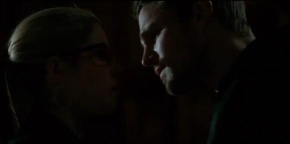 """""""Arrow"""": ecco la scena cancellata del bacio Oliver/Felicity"""