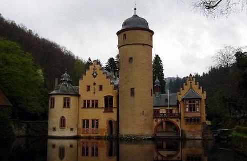 I 40 castelli più belli del mondo