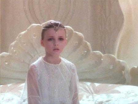 """Ricordi la bambina de """"La Storia Infinita""""? Ecco com'è oggi!"""