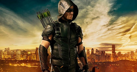 Arrow: Stephen Amell si mostra con il suo nuovo costume in un video