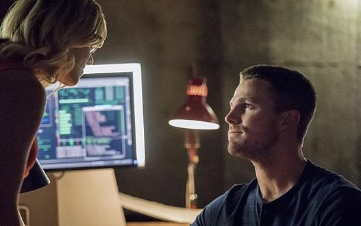 Arrow 4: anticipazioni sulla proposta di Oliver, i flashback e la scena finale