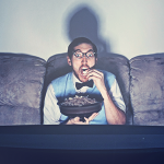 Uno studio afferma che le maratone dei Telefilm sono un segno di depressione