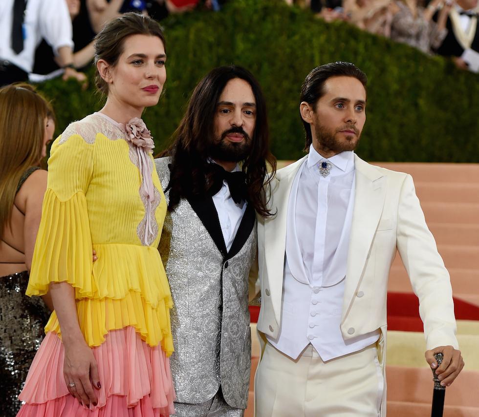 La principessa di Monaco Charlotte Casiraghi, il direttore creativo di Gucci Alessandro Michele e Jared Leto (TIMOTHY A. CLARY/AFP/Getty Images)