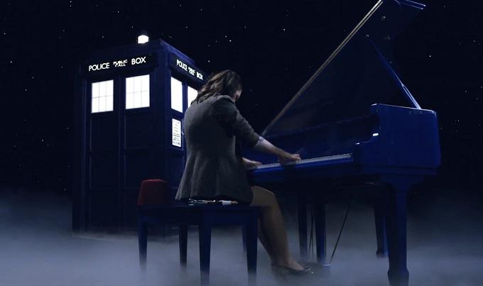 Doctor Who: una pianista esce dal Tardis per suonare la sigla