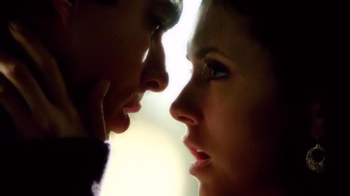 The Vampire Diaries: 5 anni fa il primo vero bacio Delena